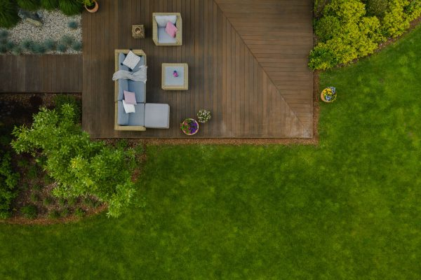 top-view-of-suburban-house-with-green-garden-and-w-9qezpnv_optimized
